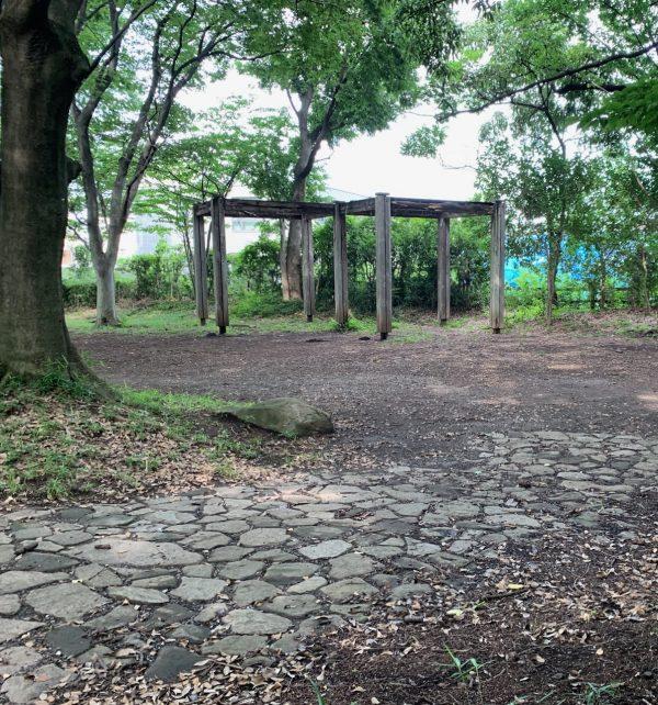 股川上水沿いの小公園